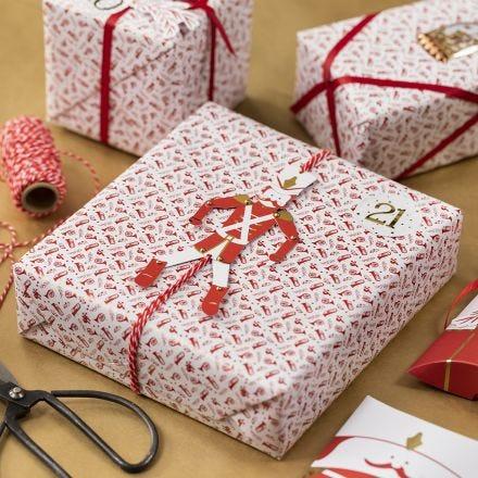 Kreativ gaveinnpakning med sprellemann