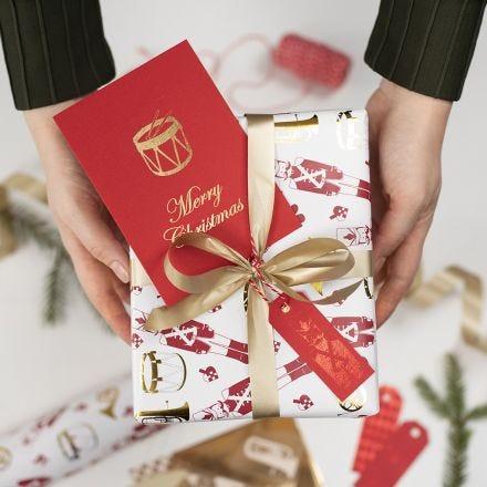 Til og fra kort til jul pyntet med dekorasjonsfolie og design limark
