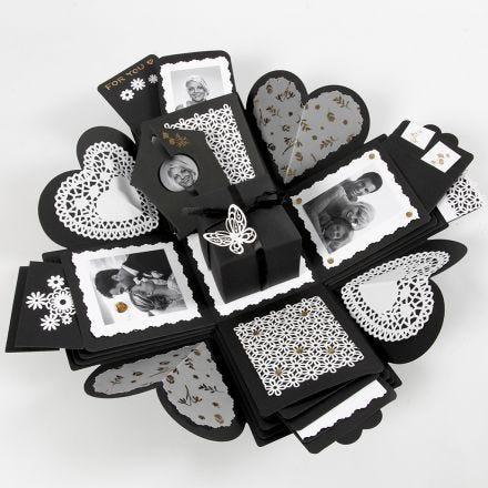 Eksplosjonseske med lommer til innhold av kort og bilder
