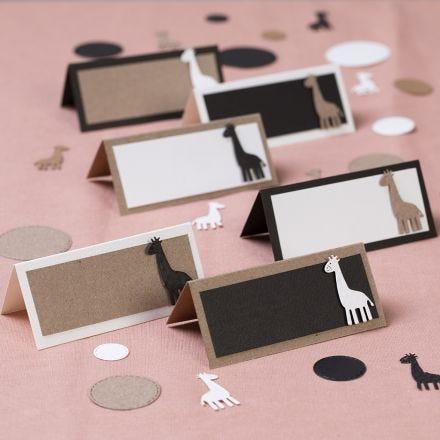 Bordkort med utstansede giraffer
