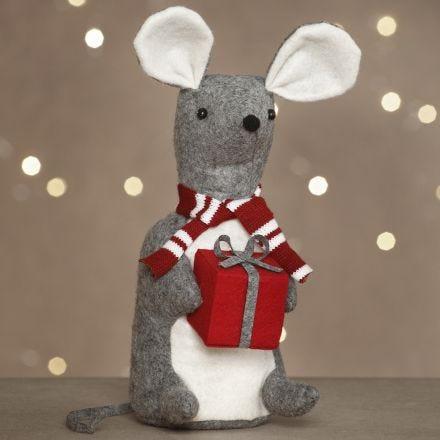 Julemus med gave sydd av filt