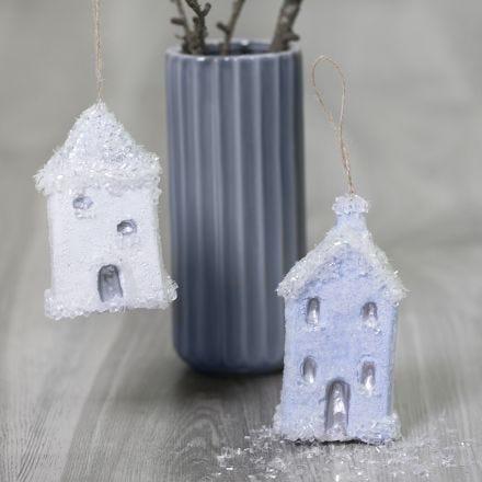 Julehus til oppheng pyntet med Sticky Base og glitter dryss