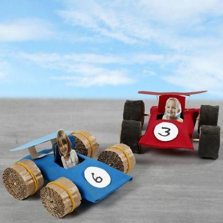 Racerbiler av papprør
