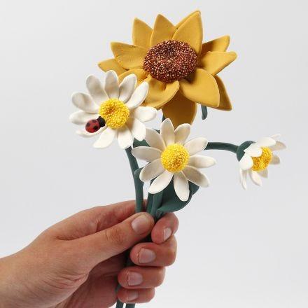 Solsikke og margeritt blomster laget av Silk Clay