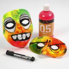 Maske av plast med mosgummi og neonfarger