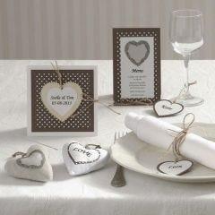 Festinvitasjon og kort med hjerte av tre