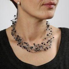 Heklet kjede av smykkewire med silikonringer