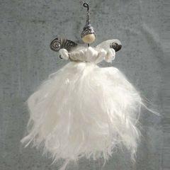 Engel av trådstenger og silkegarn