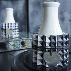 Vase med plissért belte av designpapir