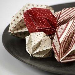 Origamibrettede kuler av Copenhagen designpapir