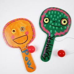 Malte leker av tre, dekorert med Uni Posca tusj
