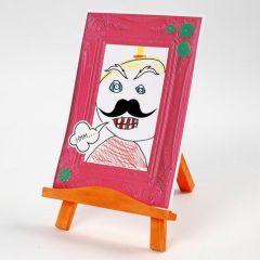 Portrett med cartoon-effekt i preget kartongramme