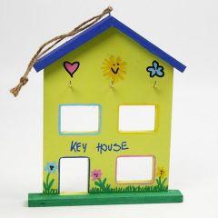 Dekorert hus til oppheng av nøkler m.m.