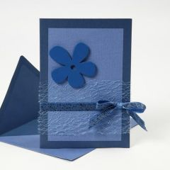 Kort i blå farger av materialer fra Happy Moments