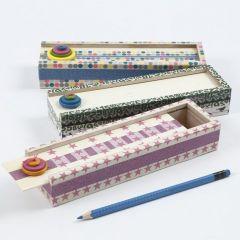 Pennal med mønstertape og treknapper
