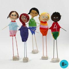 Barn fra hele verden, laget av isopor med gipsgaze