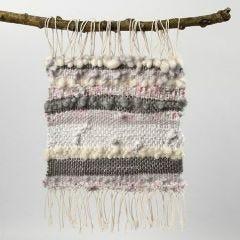 Vevd stykke av bomullsgarn, ullgarn og stoff i strimler