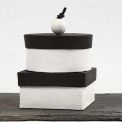 Håndlagede esker, malt med tavlemaling og pyntet knopp på lokket
