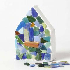 Malt papphus med glassmosaikk