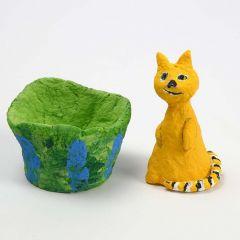 Katt av isopor kledd med pappmache pulp