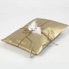 Gaveinnpakning med silkepapir i gull