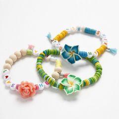 Elastikkarmbånd med forskjellige perler i sommerfarger