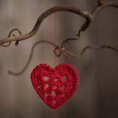 Lite heklet hjerte i bomullsgarn