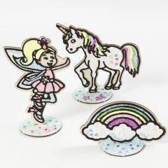 Fe, enhjørning og regnbue i tre kledd med Foam Clay
