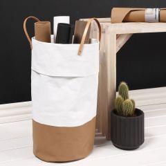 Vasketøyskurv sydd av lærpapir