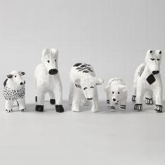 Dyr i pappmache med grafiske mønstre