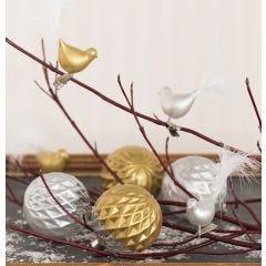 Glasskule og glassfugl dekoreet med keramikmaling og pyntet med dun