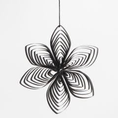 Blomst laget av papirstrimler med quillingkam