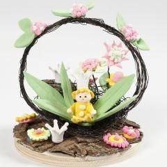 Miniatyr-verden med fe og blomster av Silk Clay