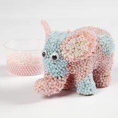 Elefant av papp kledd med Pearl Clay og rulleøyne