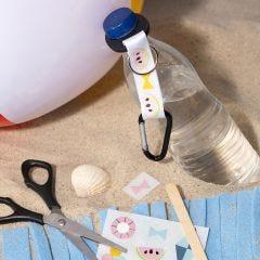 Flaskeholder dekorert med rub on merker