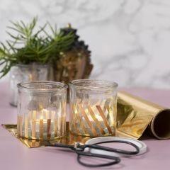 Lysglass pyntet med striper av gull dekorasjonsfolie