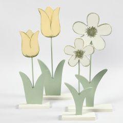 Blomster av tre malt med hobbymaling