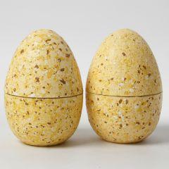Todelte egg dekorert med terrazzoflak og hobbymaling