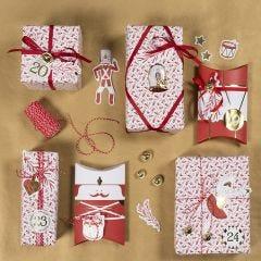 Julegaveinnpakning med nøtteknekkerstickers og design etiketter