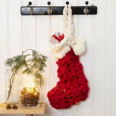 Heklet julestrømpe klar for adventsgaver