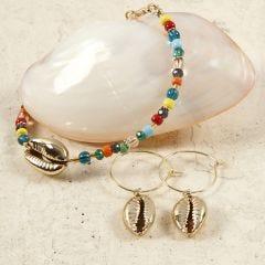 Perlearmbånd og øreringer med forgyllet skjell