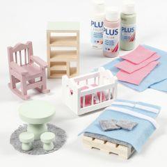 Dukkehus møbler dekorert med filt og hobbymaling