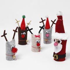Julenisse og reinsdyr laget av gjenbrukte papprør