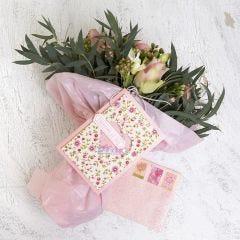 Shaker kort og konvolut dekorert med håndlaget pappir