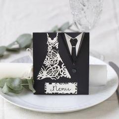 Menykort til bryllup pyntet med kjole og smoking