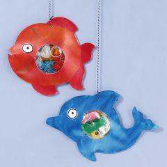 Havets dyr med plastavfall i magen