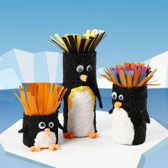 Papprør dekorert som pingviner