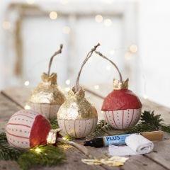 Julekule av tre med bladgull
