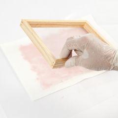 Slik lager man hjemmelaget papir med farge