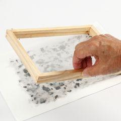Sådan laver man håndlavet papir med duft, lavendel og farvet karton